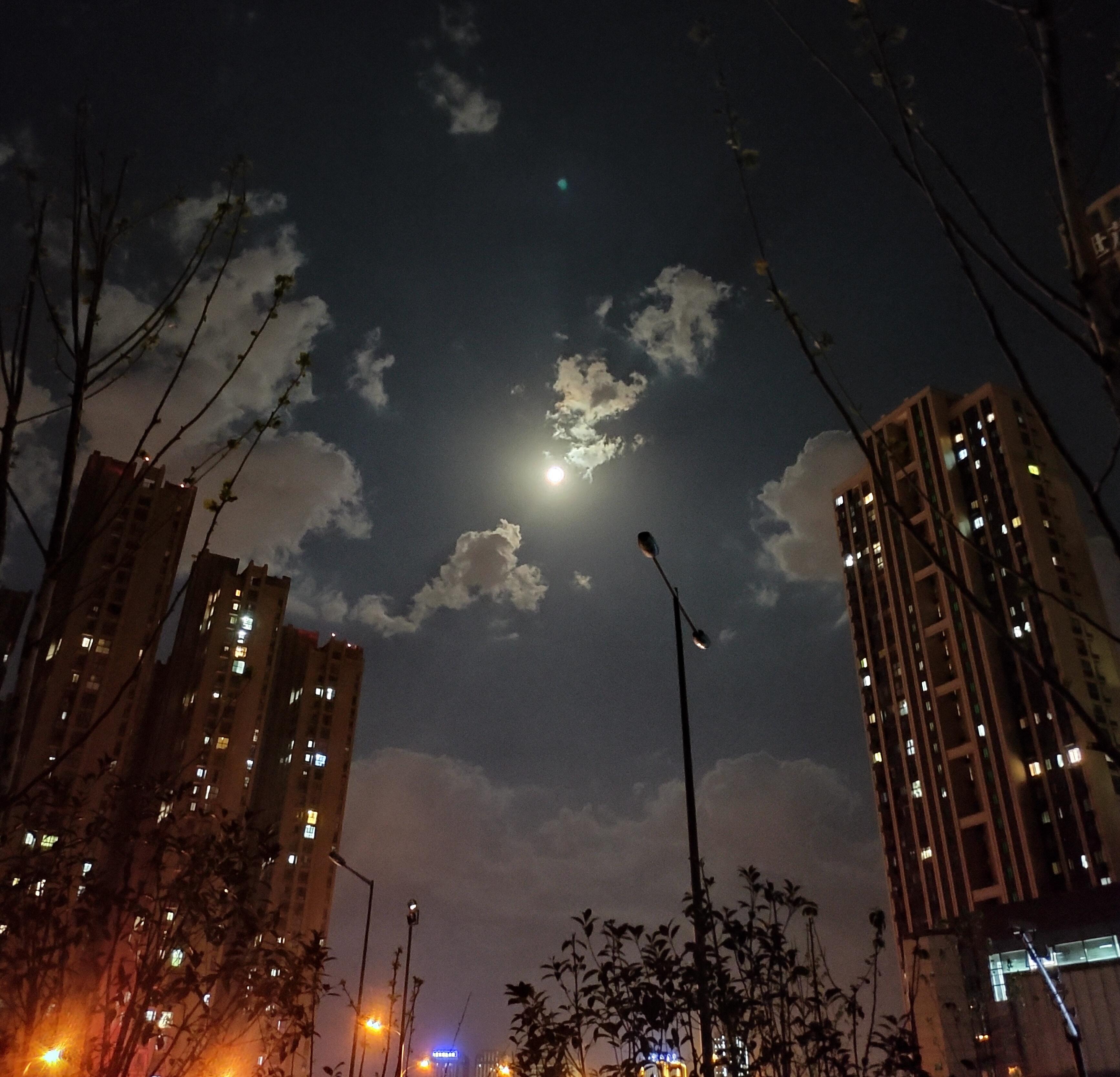 月色很美!